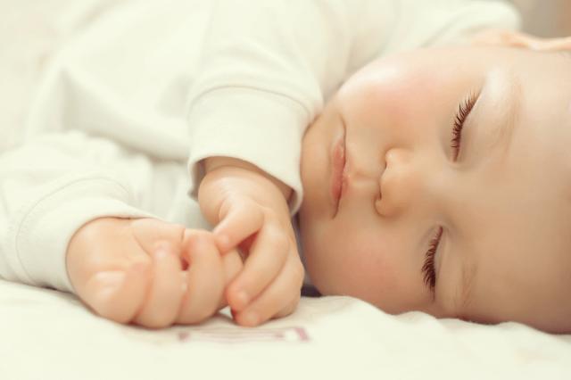 otrok-spanje